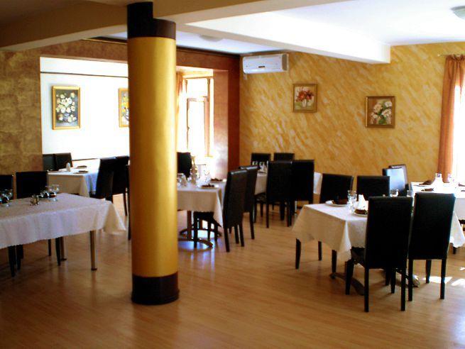 Detalii Restaurant Restaurant Golden House