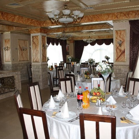 Casa Zorilor Targoviste Restaurant Bucatarie Romaneasca Restaurante